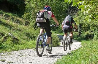 Pista ciclabile nei pressi dell'Agritur Val d'Adige
